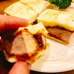 ニューアストリア - まずは野菜無しを頂いて見れば少し甘味あるソースにパリッとした食感のパンが良いですね~
