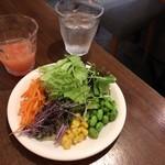 トップシークレットカフェ - お野菜美味しい✨でも、お皿はイノダコーヒーのソーサーくらいの大きさ。