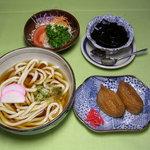 三平うどん - 料理写真:お得な いなりセットです(*^_^*)