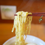 69261670 - 麺は平打ちちぢれ麺
