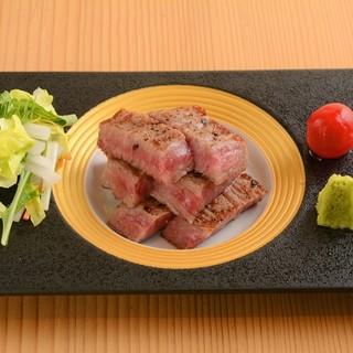 ◎肉-その日のお薦めの黒毛和牛を楽しむ。
