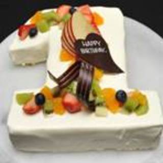 数字・アルファベット型のデコレーションケーキ