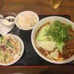 芊品香 - 「痺れる麻辣刀削麺」800円 ライスは無料