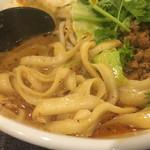 芊品香 - 様々な太さの刀削麺