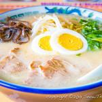 五十嵐食堂 - 白くコクのある豚骨スープとコシのある細麺が特徴の本格的な博多風ラーメン