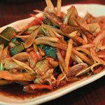 ローンスラータイ1950's - パッキーマオガイ(鶏肉と野菜の辛口炒め)