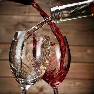 ハウスワインの赤・白が飲み放題♪