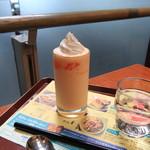 カフェ・ド・クリエ プラス - ドリンク写真:北海道メロンソルベージュ