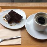 晴れ屋 - 豆腐のショコラケーキと穀物コーヒー