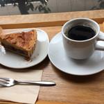 晴れ屋 - さつまいもと金時豆のケーキ 玄米コーヒー
