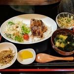 69277457 - 牛ステーキ丼と野菜小鉢(ランチパスポート)