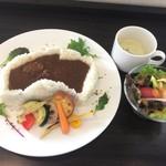 69277988 - 狭山池ダムカレー サラダ・日替りスープ付 1200円(税抜)