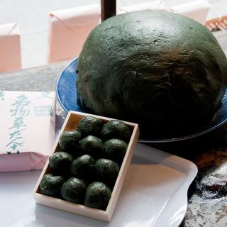 吉野家 - 料理写真:長野産の乾燥ヨモギをだんごに練り込みました。