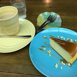 ウインピー - チーズケーキの周りのポン菓子はカリカリ食感