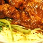 金燕楼 - 牛バラ角煮麺 ズーム