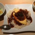 キッチンカフェ ユリシス - ランチ限定10食の牛タンオムライス