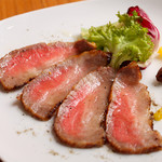 舎人庵 - 黒毛和牛の燻製ハム ¥890