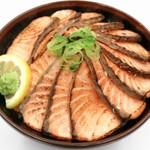鮮宴丼ひろし - 生サーモンの豪快炙り丼