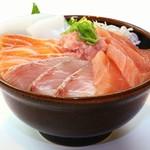 鮮宴丼ひろし - 鮮魚獲れたて活〆丼