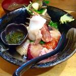 一寸法師 - 『上海鮮丼』(1000円税込)。ニュー麺入り汐汁付き。