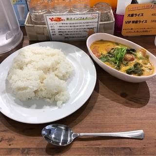 ヤミツキカリー 西池袋店 - トマトとほうれん草のチーズカリー。 税込750円。 美味し。
