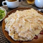 鉄板バル ばんざい庵 - 白い卵のオムライスランチ(ご飯大盛無料+ダーサラバー、プースーあり) 980円