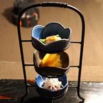牛のよたれ - 先付 帆立貝と海老の酢味噌がけ、南瓜の煮もの、鴨の白焼き