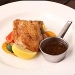 イタリアン&グリル アクア イルフォルノ - 古白鶏のこんがりロースト