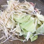 亀八食堂 - 肉・味噌・野菜ドバっと置いていかれます