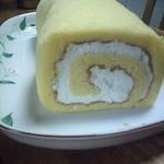 パティスリーもへじ - 一番人気のロールケーキ:プレーン