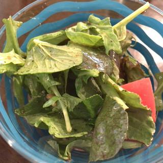 ペルラヴィータ - 料理写真:★★★ ランチのサラダ  ドレッシングが好きな感じです