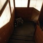 飯場 - 地下へと続く階段