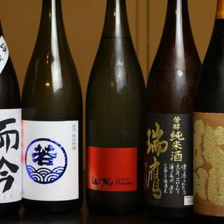 定番酒からレア酒、隠し酒まで豊富な日本酒≪グラス500円〜≫