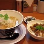 ラーメン 奏 - 料理写真:2017年6月 鶏そば(750円)チャーシュー丼(250円)
