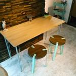Nub - シンプルなカフェ風の小さなお店。