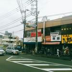 Nub - シバヒロ脇の交番から町田街道を渡り、比較的細い道を入っていきます。