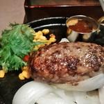 ラシーン - [料理] ハンバーグに特製ソースを掛ける!!w ①