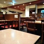 ラシーン - [内観] 店内 テーブル席