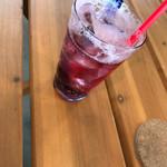 屋台ラーメン ベーヤン - 山ぶどうソーダ