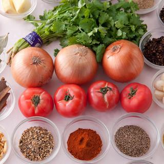 厳選された食材やスパイス、油や水にまでこだわるインド料理