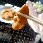 炉ばた ちどり - 焼きうにのムラサキウニをまずは焼かずに