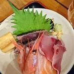 69308750 - 海の民宿定食のお刺身    カツオ、甘エビ、サーモン、イサキ、タマゴetc.....
