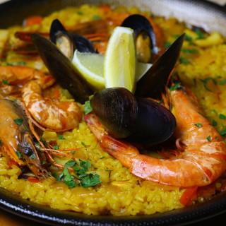 一番人気の魚介のパエリア!!スペインと言えばこれですね♪