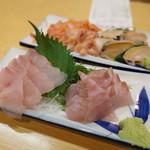 魚三酒場 - 料理写真:ヒラメと赤貝、アワビ盛り