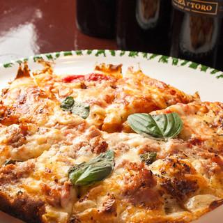 【持ち帰り可能!】生地から作り上げるモチモチ食感の大人気ピザ