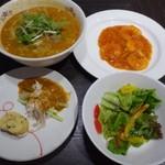 平和樓 - ◆お料理の提供は早いですね、2~3分で「サラダ」と「前菜」が、10分弱で4品揃いました。