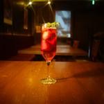 トライシクルカフェ - フローズン苺入りの梅酒