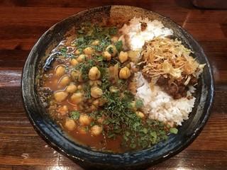 カレーノトリコ - あいがけカレー 20辛 ルー大盛り チキン インド豆
