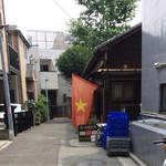 小石川インドシナ - このベトナム国旗が出ていれば営業中の証