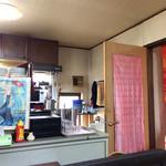 小石川インドシナ - 席からキッチンを見たところ